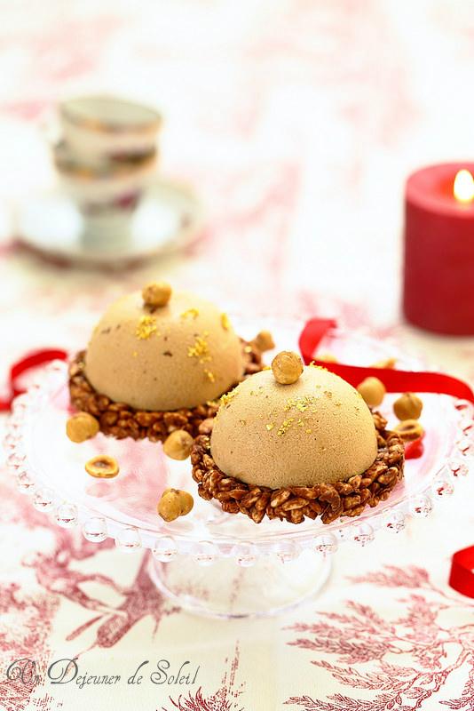 Entremets praliné coeur de poires (bavarois, confit, riz soufflé chocolat)