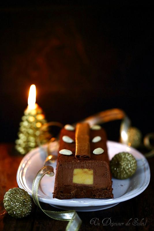 Bûche chocolat, fruit de la passion et praliné croustillant