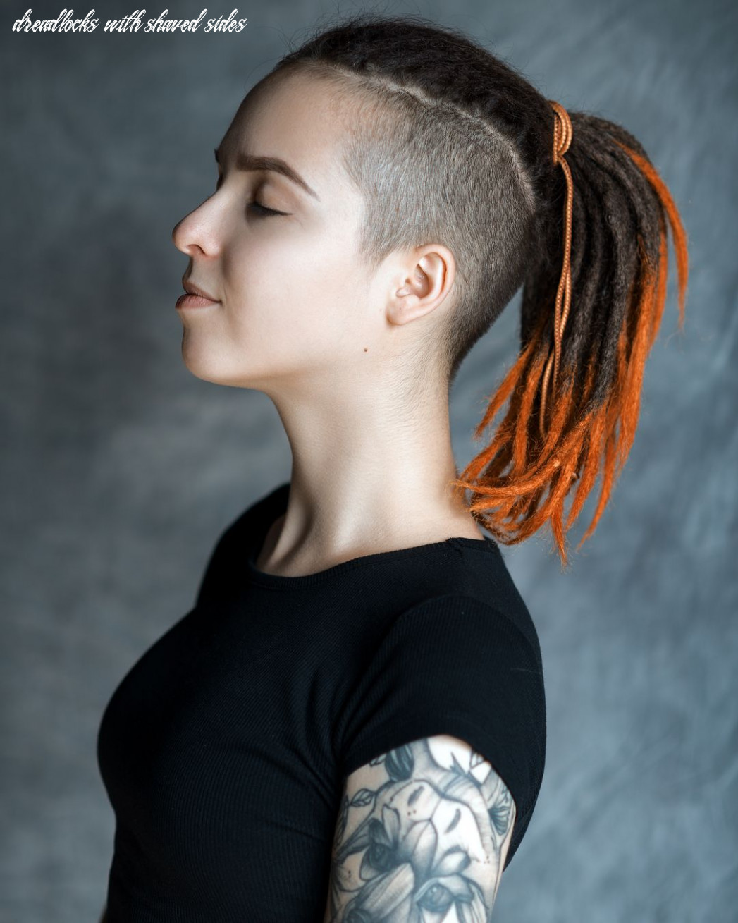 Dreadlock girl with shaved sides and ponytail | Короткие дреды