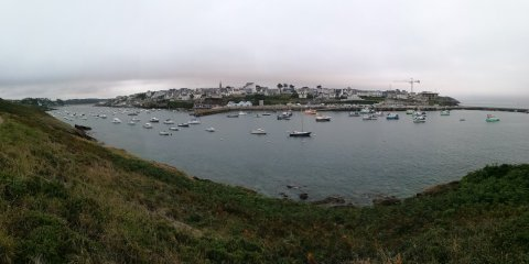 Le Conquet vu de l'autre côté de la rade du port