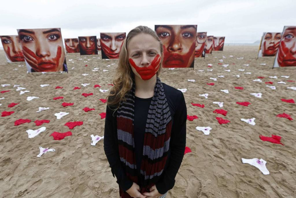 NGO Rio de Paz and artist Marcio Freitas protest Brazili's sexual assault with 420 pairs of red and white underwear — an effort to shine a light on the country's problem with sexual violence. © | Photography Marcio Freitas, via Rio De Paz