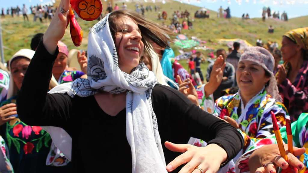 Mickela at the Asrlar Sadosi Festival in Navoi, Uzbekistan © | Madina Khusanova