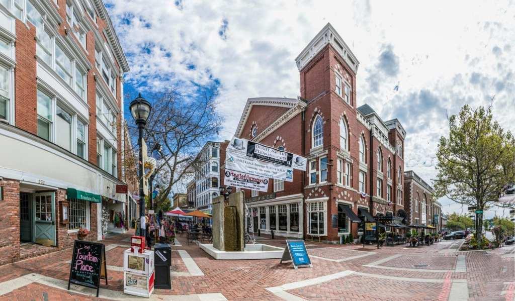 Take a feminist walking tour through Salem   © travelview/ iStock