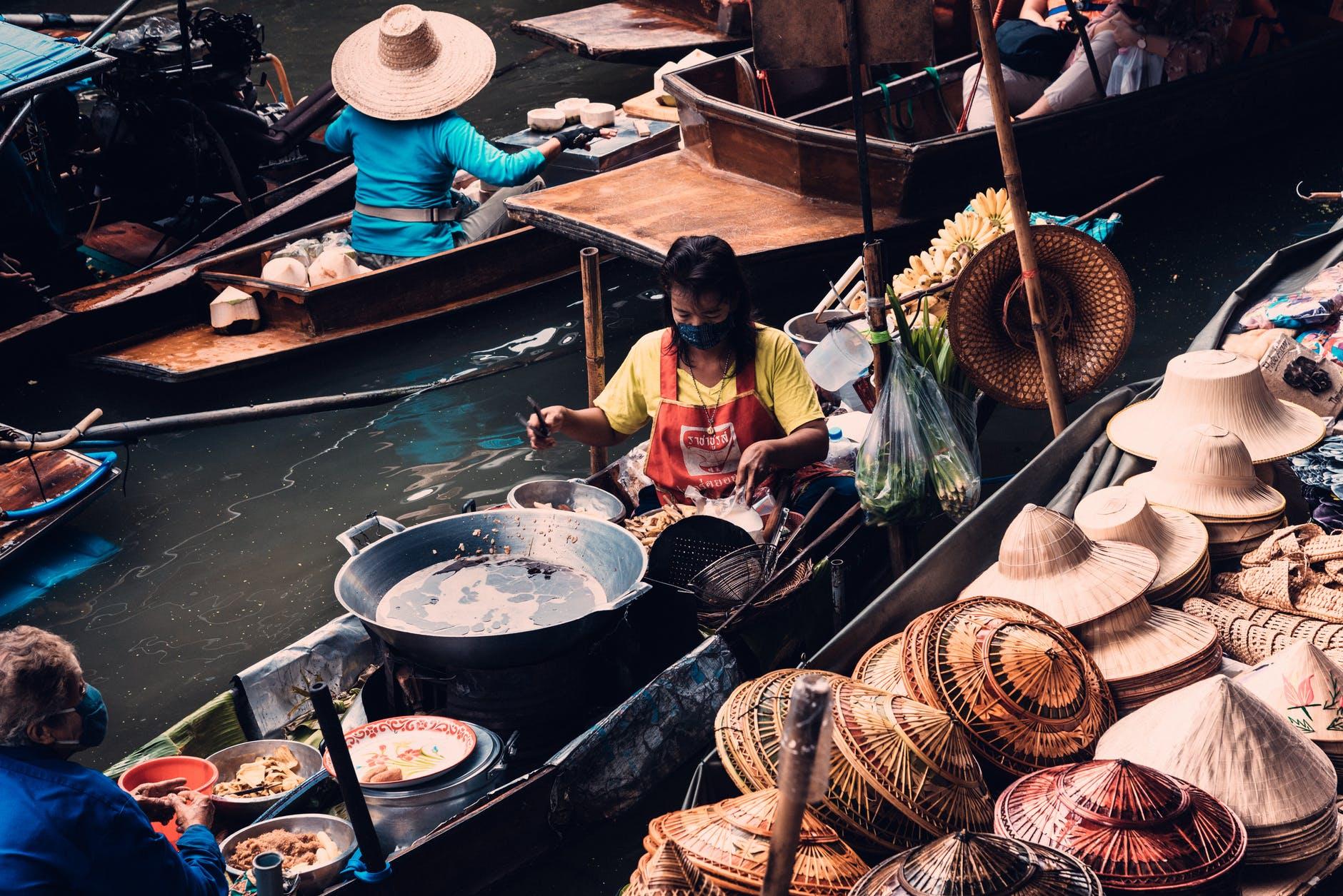 Bangkok's floating markets   @ Arnie Chou/Pexels.com