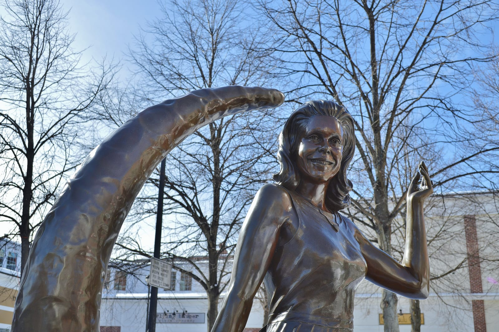 Bewitched Statue of Samantha, played by Elizabeth Montgomery in Salem | ©Flickr/Massachusetts office of tourism