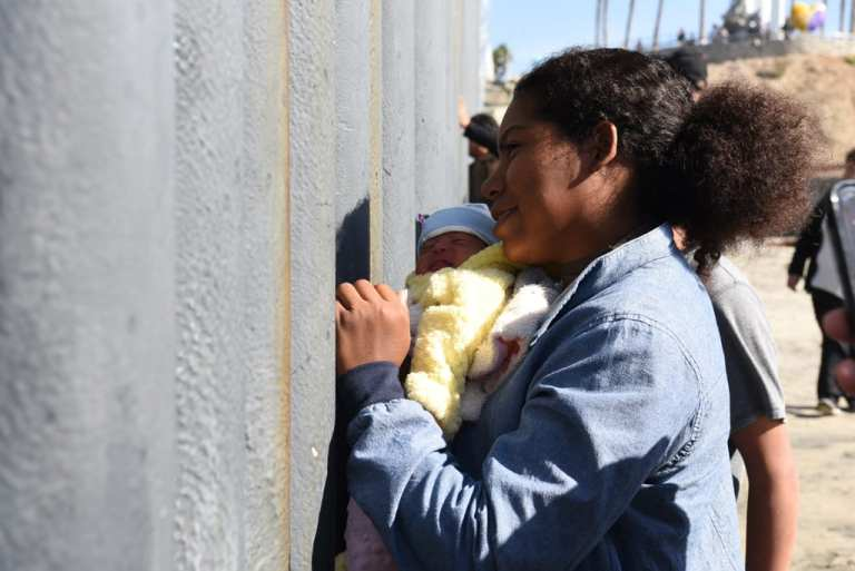 Ten days old Asylum Seekers arrives in Tijuana, Mexico | © Daniel Arauz/Flickr