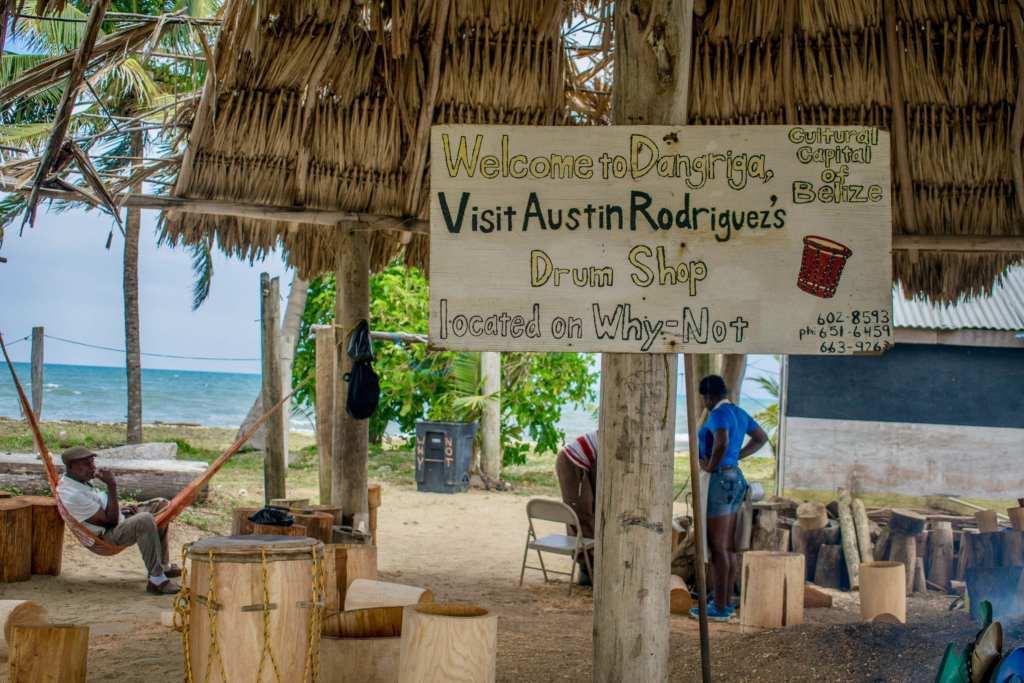 Austin's drum workshop in Belize | © Jessica Vincent