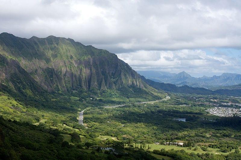 Cliffs of the Koolau Range as seen from the Nuuanu Pali Lookout, O'ahu, Hawaii, USA | © Lukas/Wikimedia Commons