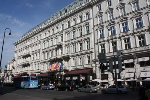 The famous Hotel Sacher in Vienna | ©  Politikaner/Wikipedia Commons