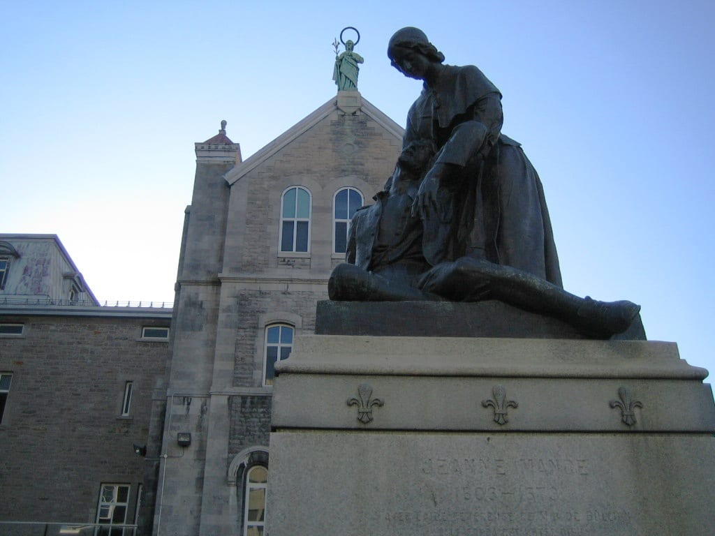 Statue of Jeanne Mance    © Wikimedia Commons