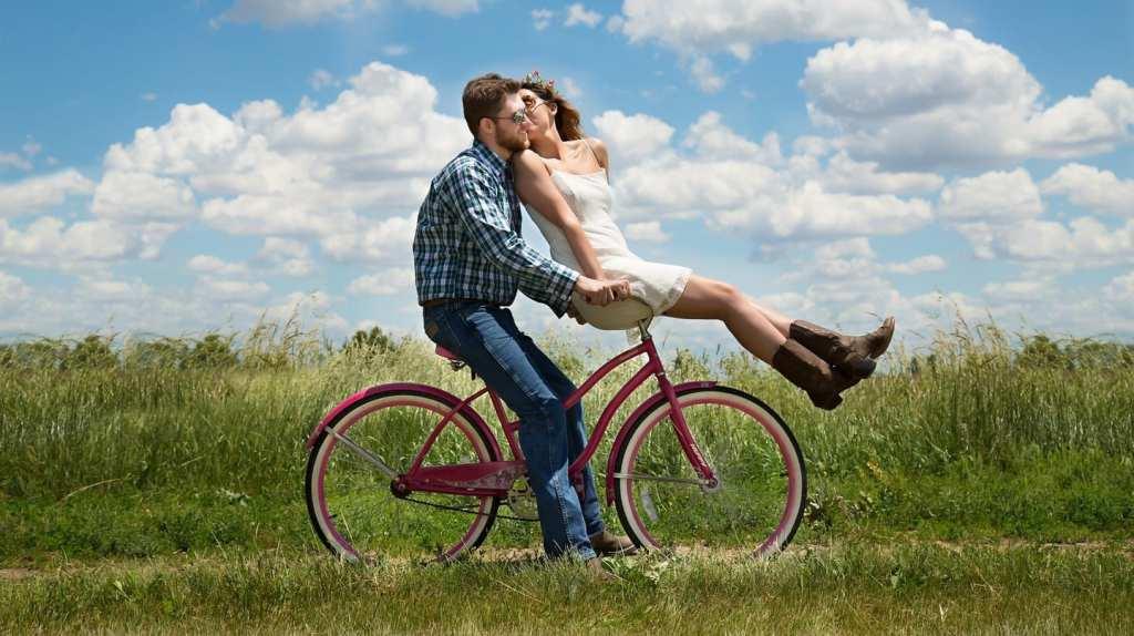 Couple biking | © Karen Warfel/Pixabay