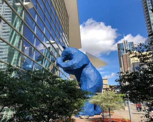 Blue Bear statue at the Denver Convention Center | Courtesy of Denver like a Local Tours