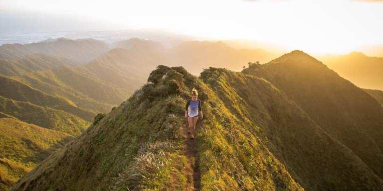 A woman walks along the Haiku Stairs in Kaneohe © | Kalen Emsley/Unsplash