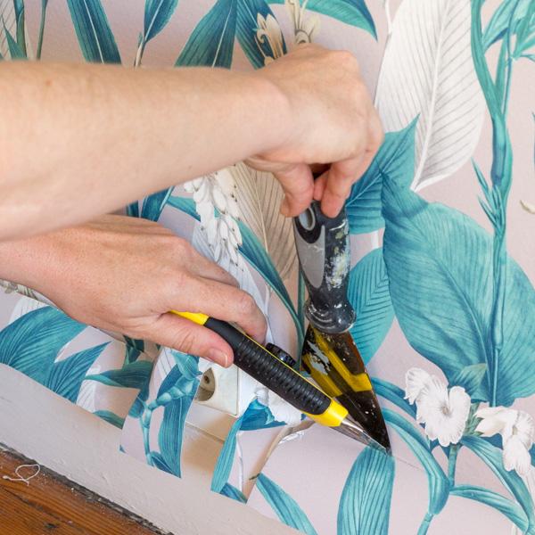 comment poser du papier peint tous mes conseils et astuces pour vous lancer une hirondelle. Black Bedroom Furniture Sets. Home Design Ideas