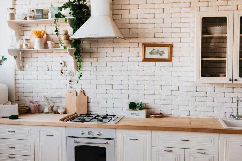 Cuisine contemporaine blanche et bois