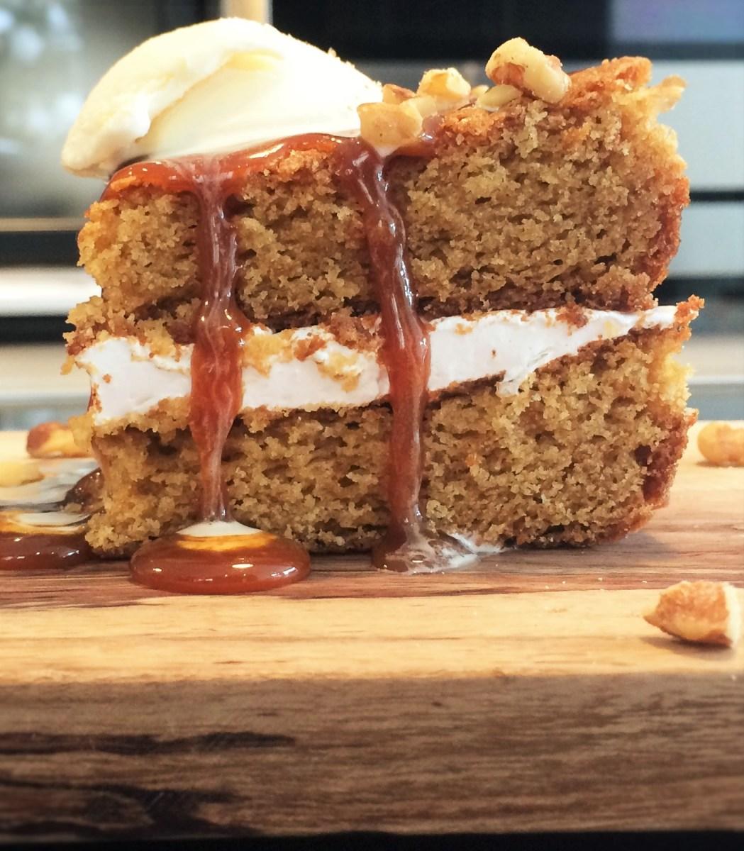 Gâteau vanille  et guimauve croulant sous son caramel à la fleur de sel