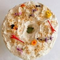 Gâteau des anges à l'érable avec glaçage meringué aussi à l'érable