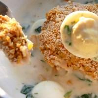 Croquettes de saumon avec une sauce aux œufs