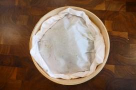 Déposer la papillote dans un panier à cuisson à vapeur en bambou ou dans la partie supérieure d'un couscoussier*.