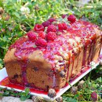 Pain (cake) aux framboises, pêches, et beurre d'amandes