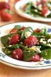 Salade d'épinards, fraises et feta