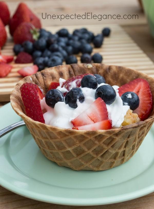 Crockpot Cake with berries