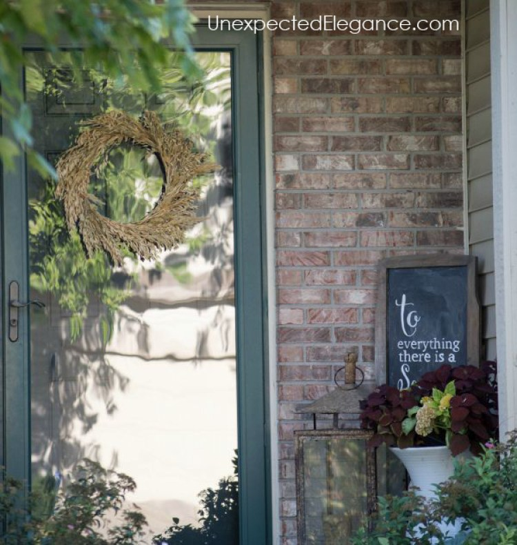 Simple and inexpensive fall decor ideas for your porch.