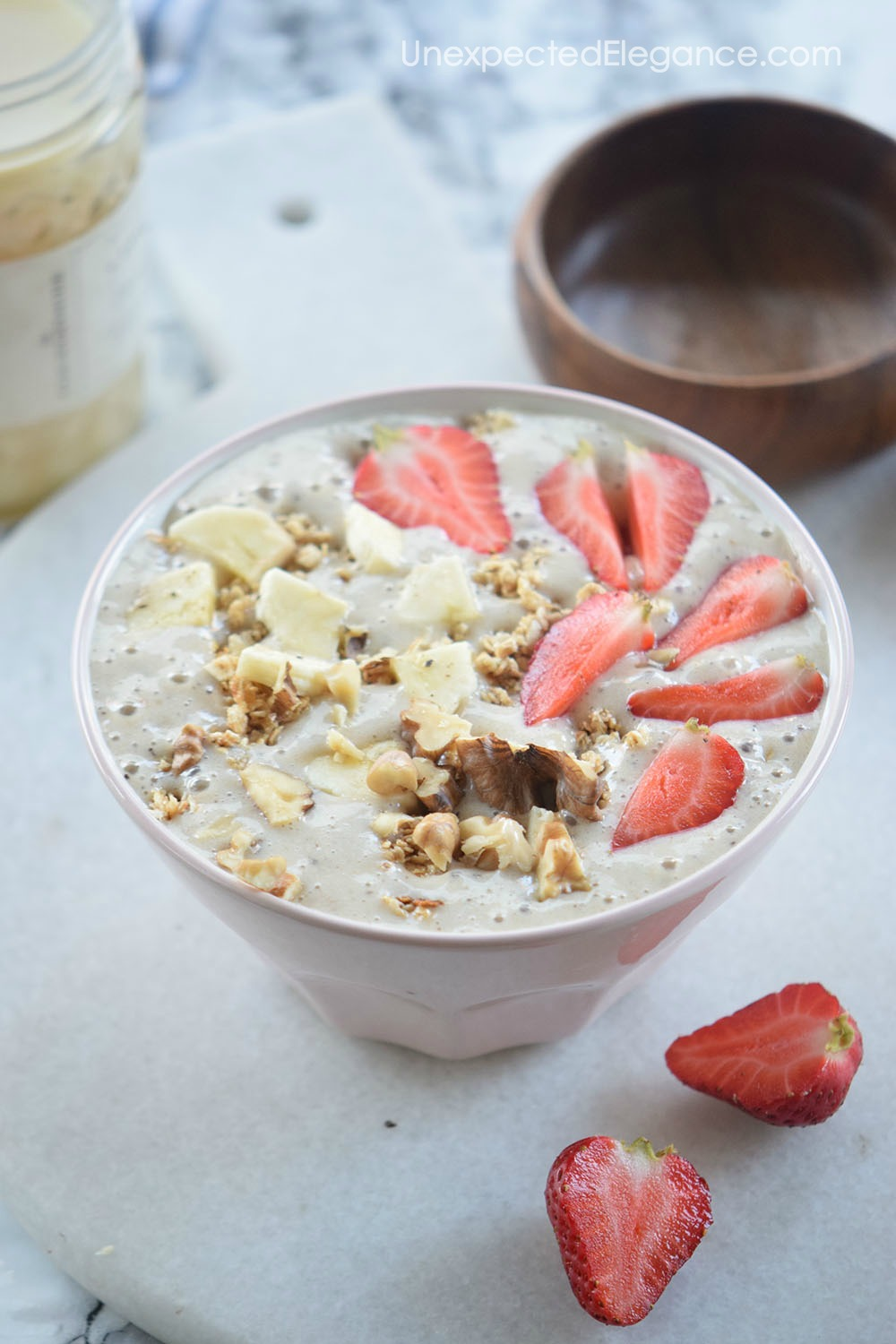 Do you love smoothies? Have you tried a smoothie bowl?? This Strawberry Banana Smoothie Bowl is delicious and will leave you feeling full.