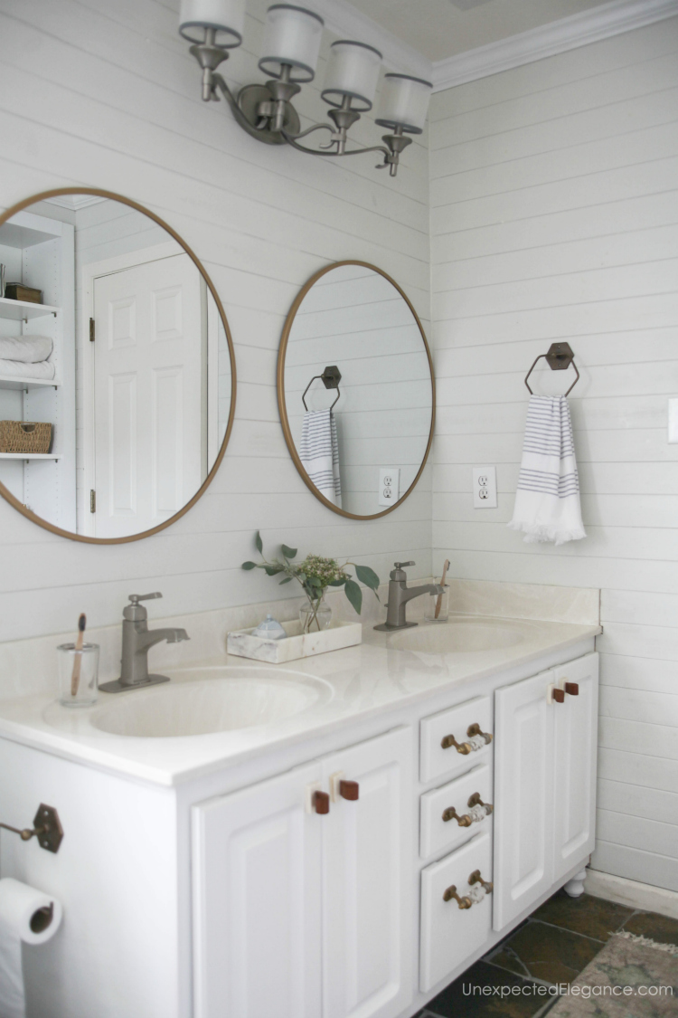 These small bathroom updates gave this bathroom an immediate facelift!