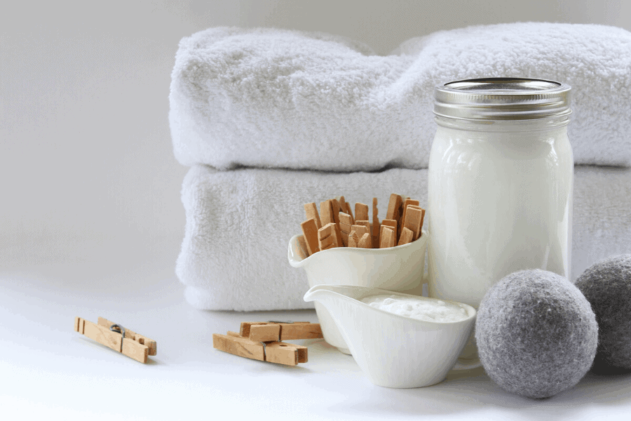 How to get the musty smell out of towels! Keep your towels smelling fresh with these easy tricks.