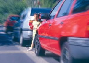 Sicher unterwegs? Kinder auf dem Weg zum Kindergarten und zur Schule (Foto: Deutscher Verkehrssicherheitsrat Bonn e.V.)