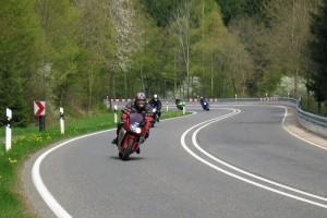 Mit dem Motorrad auf der Landstraße. Foto: Straßen.NRW.