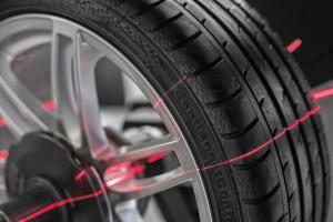 Mit 3D-Scantechnologie prüft der Reifeneinlagerungsspezialist 4wheels die Reifen auf Schäden. Foto: 4wheels.
