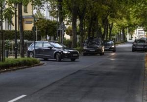 Besser zu früh, als zu spät das Licht einschalten: Wer im Straßenverkehr unterwegs ist, muss darauf achten, dass er immer gut zu sehen ist. Foto: HUK-COBURG.