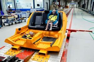 Im Crashtest zeigen sich verheerende Folgen, wenn Sitz oder Kind nicht richtig gesichert sind. Foto: Ralph Wagner.