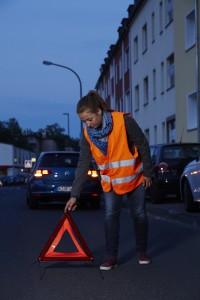 Winterzeit: Warnwesten für mehr Sichtbarkeit von Fußgängern und Radfahrern.  Foto: TÜV Rheinland.