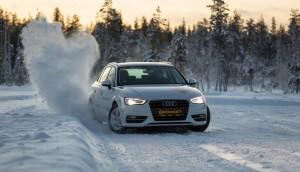 Im Winter sollten Autofahrer auch Profiltiefe im Auge behalten. Foto: Continental.