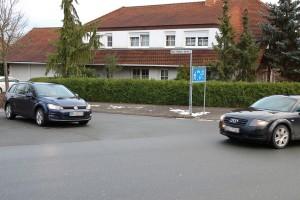 Wer hat Vorfahrt? Vielen ist am Ende des verkehrsberuhigten Bereichs nicht klar, dass hier nicht rechts vor links gilt. Foto: ARCD.