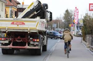 Wenn ein Radfahrer und ein Lkw an einer Kreuzung aufeinandertreffen, entsteht schnell eine unübersichtliche Situation. Foto: ARCD.