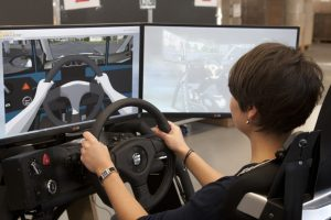 Studie zeigt: Fahrsimulatoren können eine sinnvolle Ergänzung in der Fahrausbildung sein. Foto: MOVING International Road Safety Association e.V.