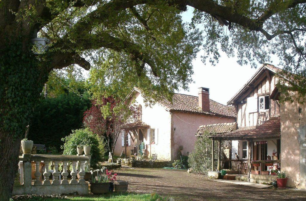 Farmhouse in the South of France on UnfoldAndBegin.com