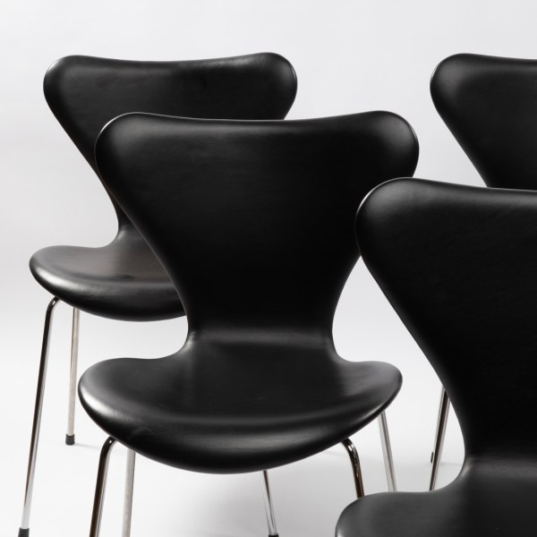 Set of 6 chairs by Arne Jacobsen - img05