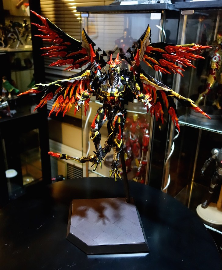 Bahamut with the Hot Toys Dynamic Stand