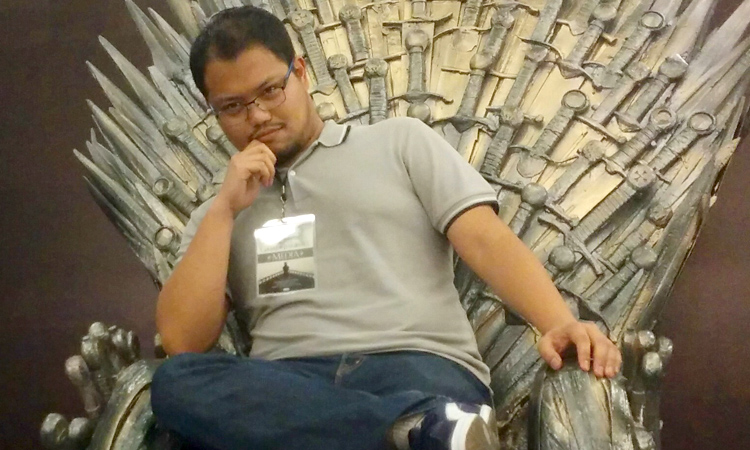 Furniture hunting! Hehehe! Check the Iron Throne at Fully Booked BGC, guys!