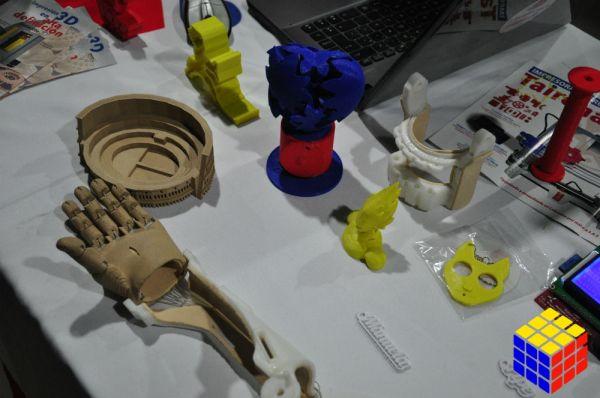 Uno de los temas principales es el 3D como se puede apreciar por la cantidad de expositores en esta materia