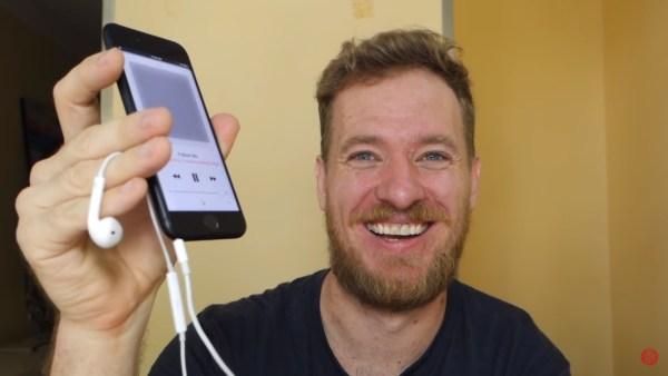 Scotty Allen lo hace nuevamente, ahora agregando un Jack 3.5mm para audífonos en un iPhone 7