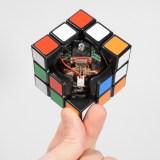 Cubo Rubik que puede resolverse por sí solo