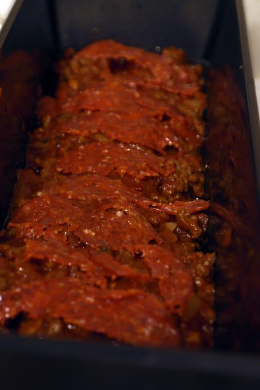 Chorizo pølse oppå kjøttsausen