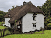 A classic thatched house in Cornwall.