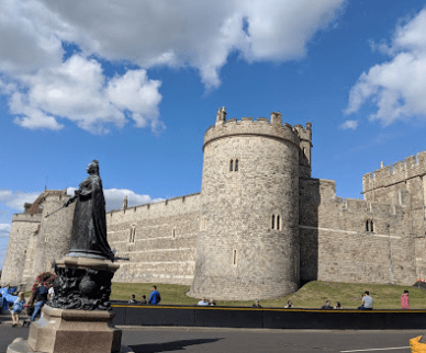Windsor Castle tour, Queen Victoria statue.